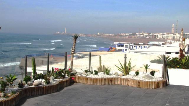 Maroc Casablanca la corniche en bord de mer avec ses plages