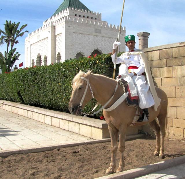 Maroc garde du mausolee Mohamed V