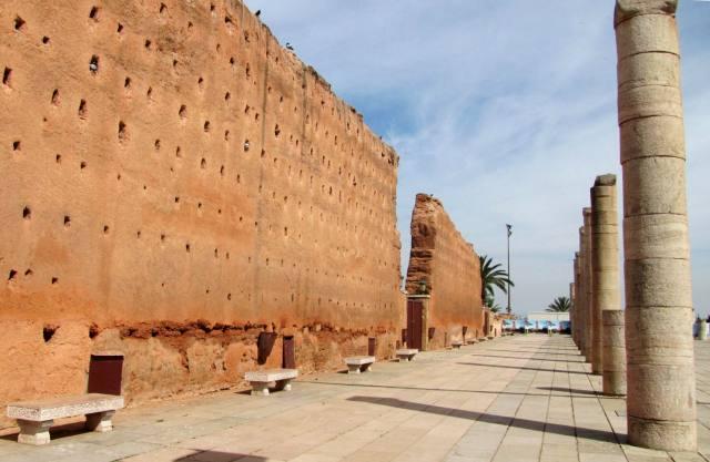 Maroc Rabat mur enceinte esplanade mausolee Mohamed V et tour Hassan