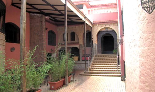Restaurant dans un palais entre Rabat et Meknes