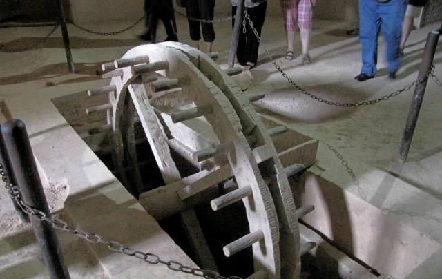 Meknes roue de noria greniers de Moulay Ismail