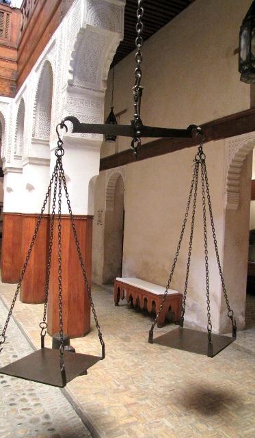 Maroc Fes balance  a bois dans le musée du bois